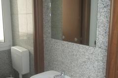 rivestimento wc ufficio in bianco perla