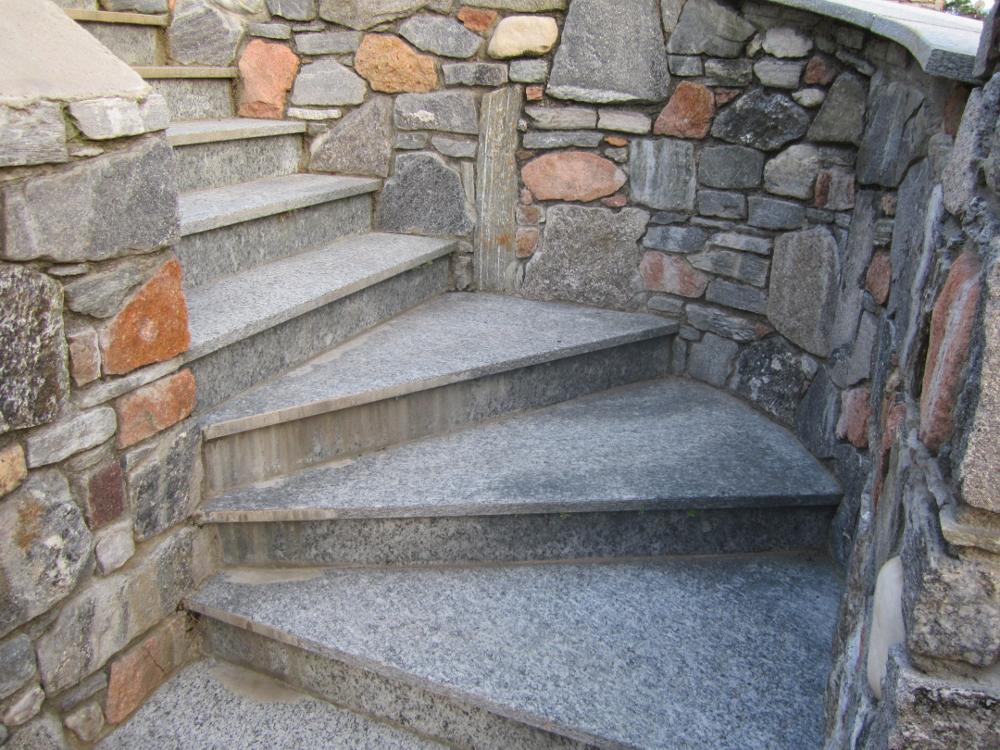 Rivestimenti in pietra coedil marmi montegrino valtravaglia for Scale esterne in pietra